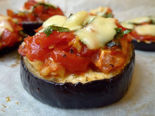 Aubergine 'pizza'